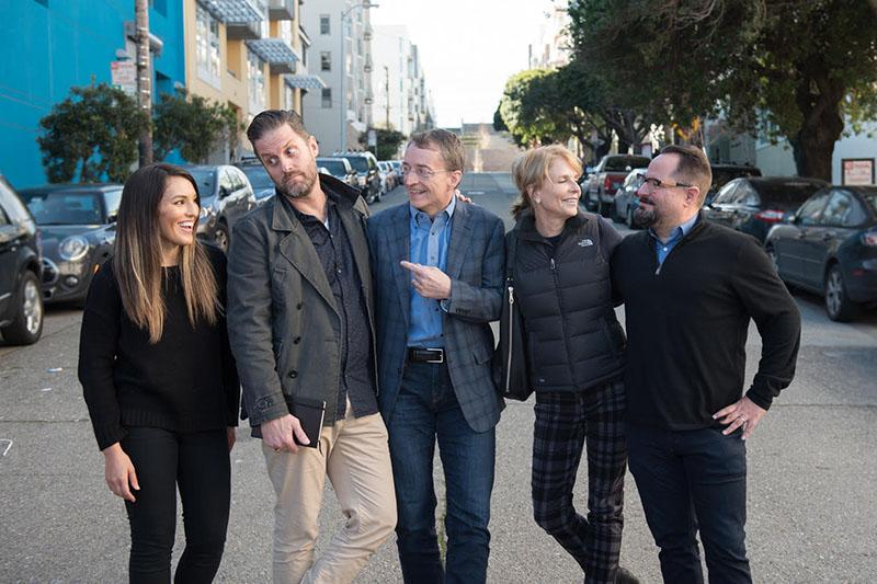 「キリストと共にベイエリアに変革を」(TBC)の主要スタッフ。左から、ベロニカ・ハニガー広報責任者、ジョン・タルベルトCCO(最高招集責任者)、パット・ゲルシンガー理事長、ナンシー・オルトバーグCEO(最高責任者)、マイク・ブロックCSO(最高戦略責任者)(写真:TBC)