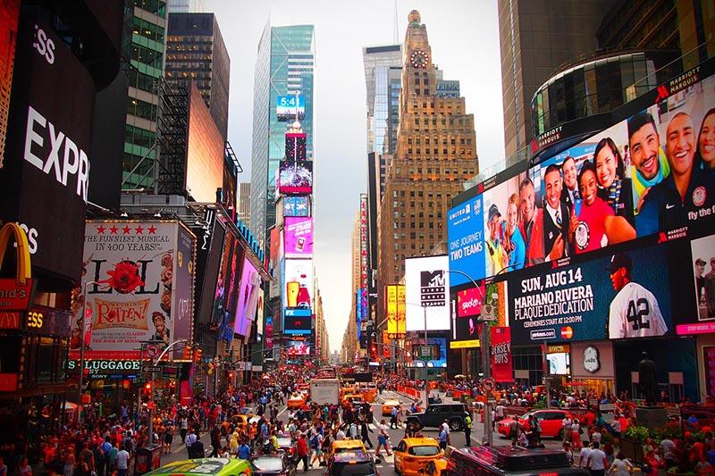 米ニューヨーク中心部にある繁華街タイムズスクエア(写真:ahundt)