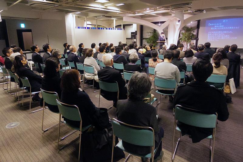 現地報告に耳を傾ける参加者たち=11日、ウェスレアン・ホーリネス教団淀橋教会(東京都新宿区)で