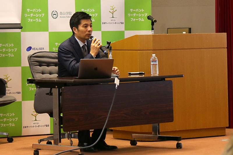 「サイバーエージェントの人づくり、組織づくり」と題して講演するサイバーエージェントの藤田晋社長=9日、青山学院大学(東京都渋谷区)で<br />