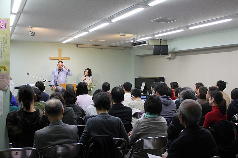預言の働きは「人を建て上げる」 炎リバイバル教会で米牧師を招き集会