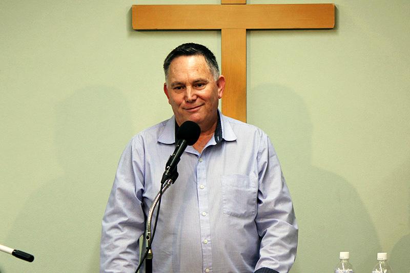 講演するチャーリー・ゴスラー氏=7日、単立・炎リバイバル教会(東京都足立区)で