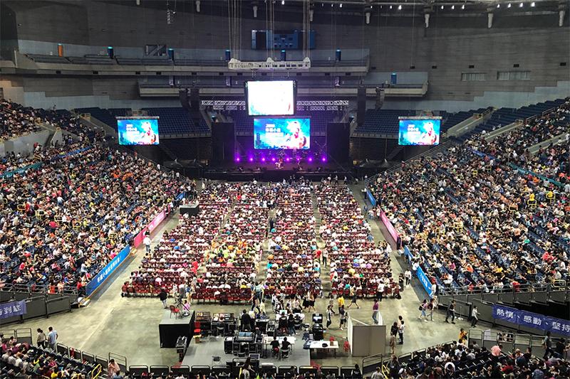 昨年7月に高雄市で開催された幸福小組の国際研修会。国内外から1万人以上が参加し、中国のほか、東南アジアや米国の華人教会にも輪が広がりつつあるという。