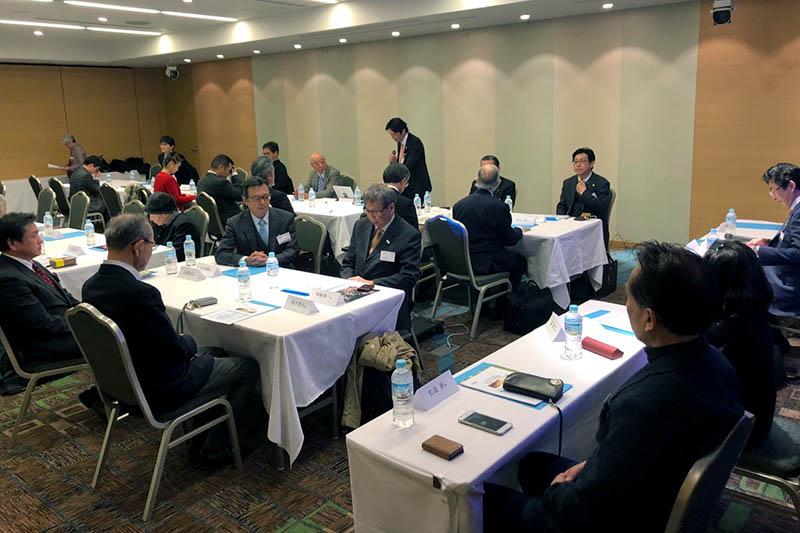 総会に臨む日本CBMCの会員たち=9日、東京都内のホテルで