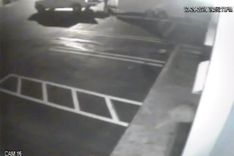 盗難の現場を捉えた監視カメラの映像(画像:ダニエル・リオス・ジュニア牧師のフェイスブックより)<br />