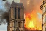 パリのノートルダム大聖堂で大規模火災、仏司教協議会「計り知れない悲しみ」