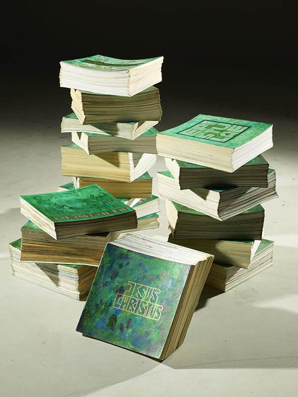 全19冊からなる折りたたみ式の絵画聖書「ウィードマン聖書」。広げると、全長は約1マイル(約1・6キロメートル)に及ぶ。<br />