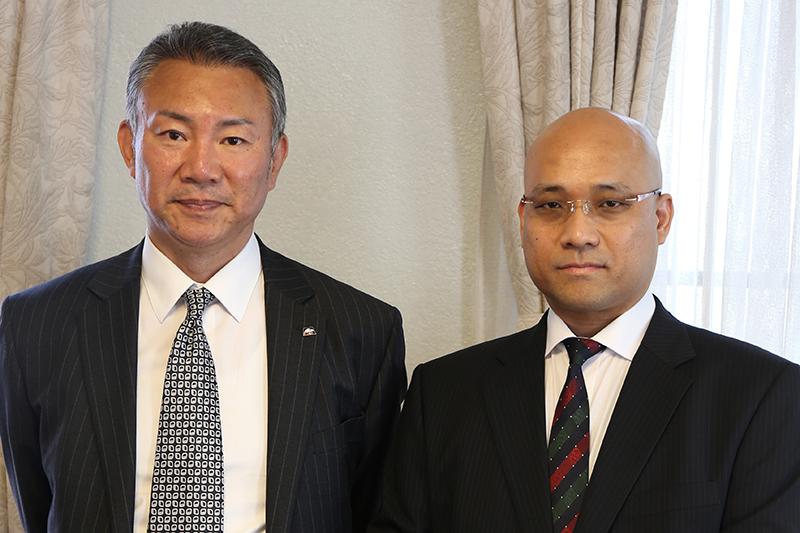 今春、生駒聖書学院に入学した兼光伸一さん(左)と中尾博章さん
