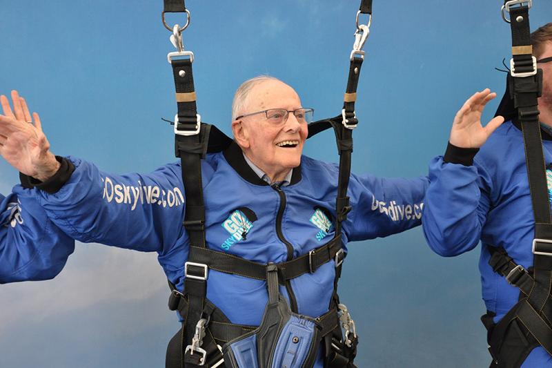 ハリー・リードさんは、今回のスカイダイビングのため、昨年から練習を行ってきた=2018年(写真:救世軍)