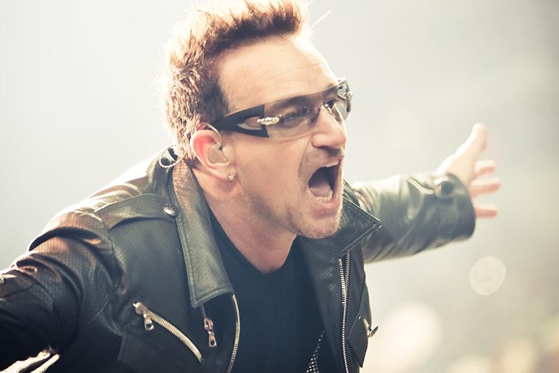 ロックバンド「U2」のリードボーカルでフロントマンのボノ=2011年(写真:Peter Neill)