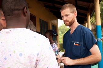 エボラ出血熱で命を落としかけたクリスチャン医師、再びアフリカへ 「神が扉を開いてくださった」