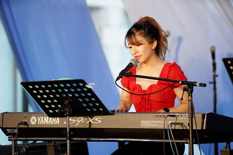 元AKB48の竹内美宥さんが教会の音楽集会に出演 好きなクリスチャン音楽を披露