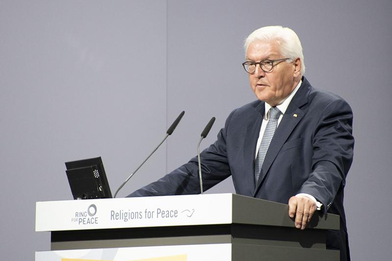 開会式であいさつするドイツのフランク・ヴァルター・シュタインマイヤー大統領=20日、ドイツ・リンダウの国際会議場「インゼルハレ」で<br />