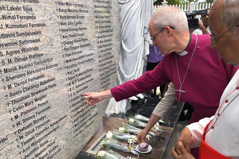 カンタベリー大主教、連続爆破テロの被害教会訪問 「スリランカの平和のために祈りを」