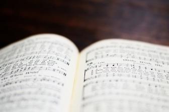 伝統的な賛美歌、米教会で依然根強い人気