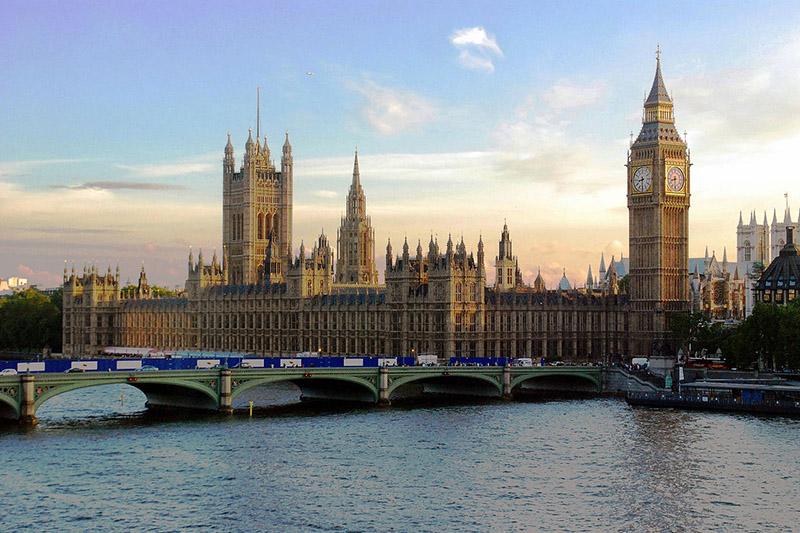 英議会が議事堂として使用しているウェストミンスター宮殿(写真:Mike Gimelfarb)