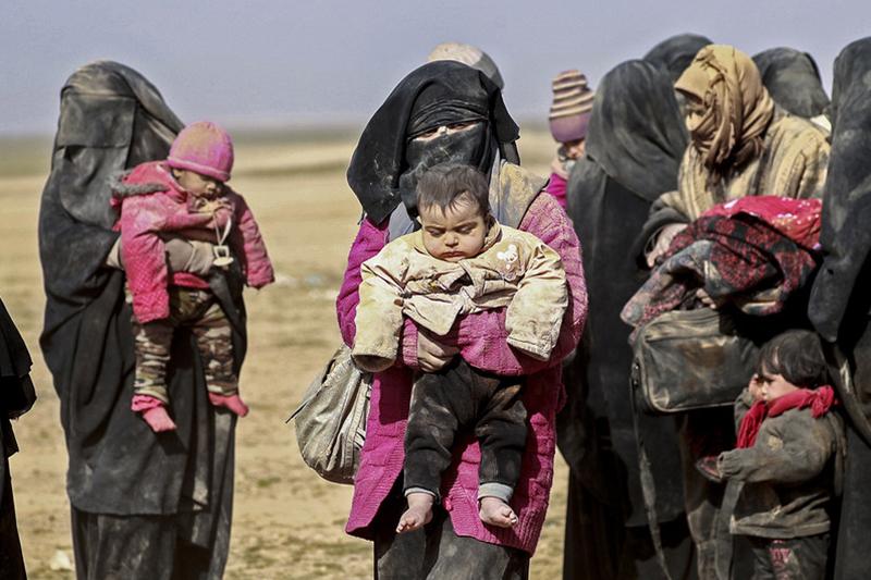 紛争により住居を追われ、避難のために移動するシリアの女性や子どもたち=1月26日(写真:国連児童基金=ユニセフ / Souleiman、UN News)
