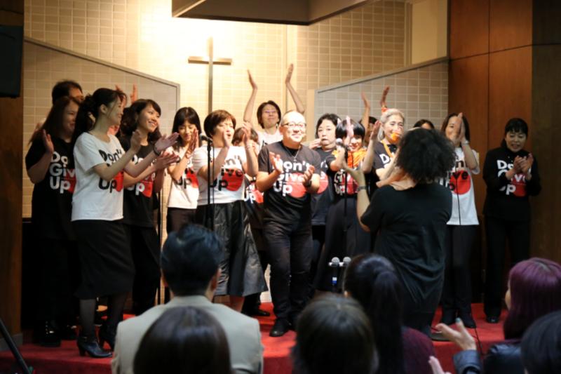 オレンジゴスペルツアーの各公演に出演する「Don't Give Up クワイア」の東京を中心としたメンバーたち=23日、日本基督教団赤坂教会(東京都港区)で