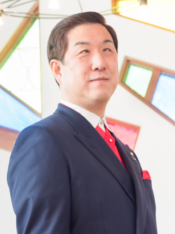 全盲の福音歌手・ピアニストとして活躍している北田康広さん