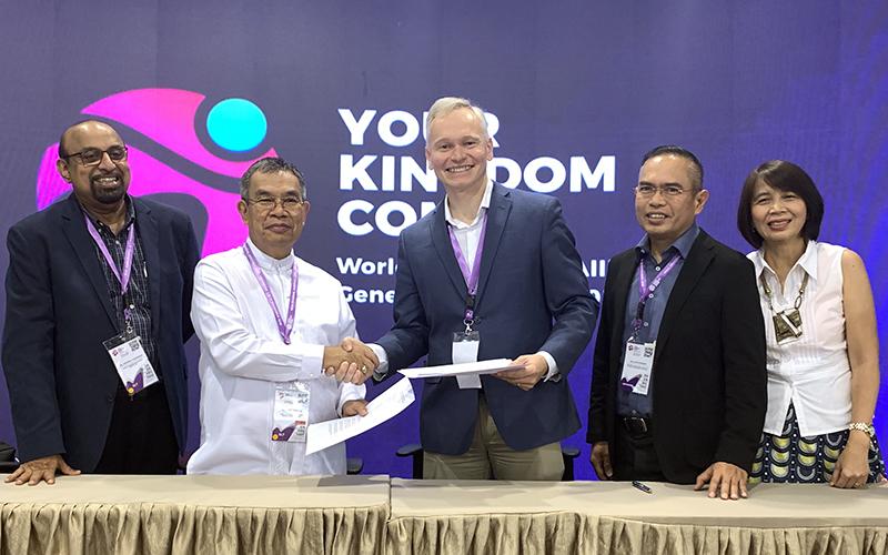 WEAと聖書協会世界連盟が提携、了解覚書に署名