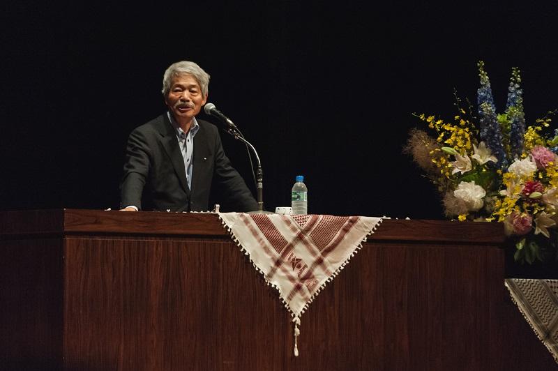 東京都練馬区内で講演を行う中村哲氏。「医師は、命を救うのが仕事。アフガニスタンにおいて、命を救うことは水の確保が大きな仕事だ」などと訴えた=2016年6月10日、練馬文化センター(東京都練馬区)で(写真:市民の声ねりま)