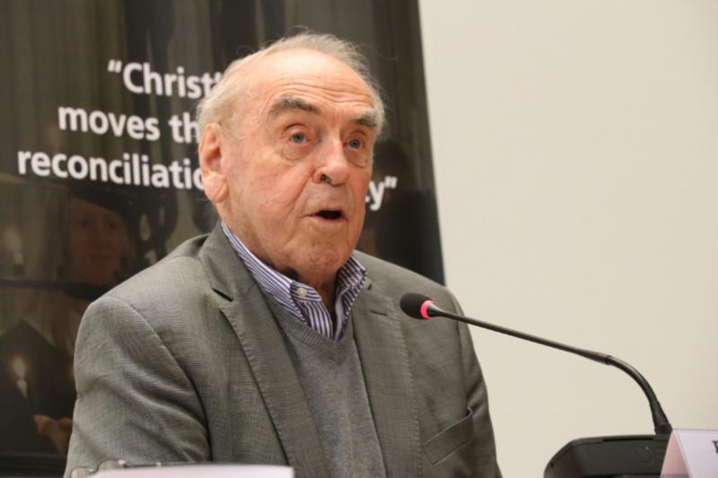 スイス・ジュネーブの世界教会協議会(WCC)本部で講演するユンゲル・モルトマン氏(写真:WCC / Ivars Kupcis)<br />