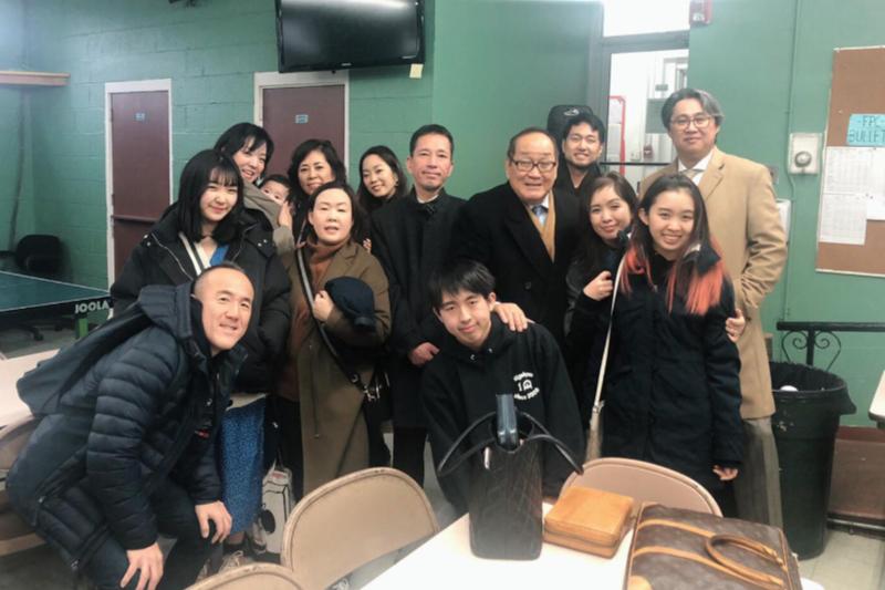 米ニュージャージー州の日本人教会「ラブ・ジョイ・ピース・チャーチ」のメンバーと共に<br />