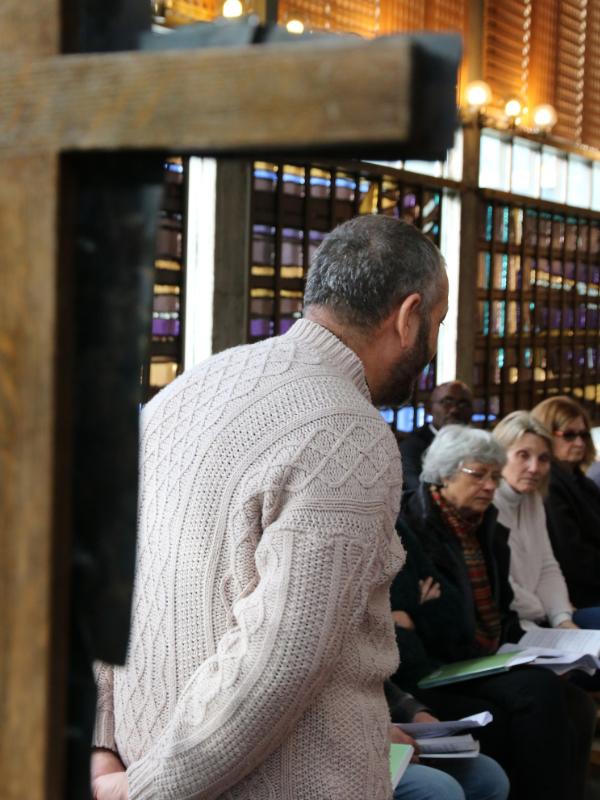 シリアと中東の平和のために祈りを導くジャック(ヤクーブ)・モウラッド司祭(写真:世界教会協議会=WCC / Gregoire de Fombelle)
