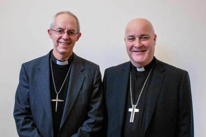 カンタベリー大主教ジャスティン・ウェルビー(左)と次期ヨーク大主教に任命されたチェルムズフォード主教スティーブン・コットレル(写真:英国国教会)