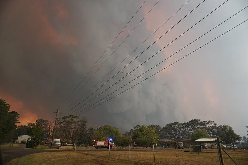 シドニー南西部から見た森林火災の様子=2019年12月30日(写真:Helitak430)