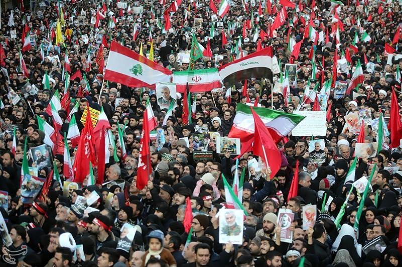イランの首都テヘランで行われたガセム・ソレイマニ司令官の追悼行事に参加する人々=6日(写真:タスニム通信 / Erfan Kouchari)