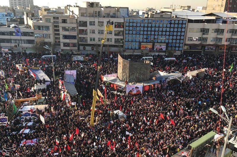 米国への報復を求めてイランの首都テヘランで行われた反米集会=7日(写真:タスニム通信 / Foad Ashtari)