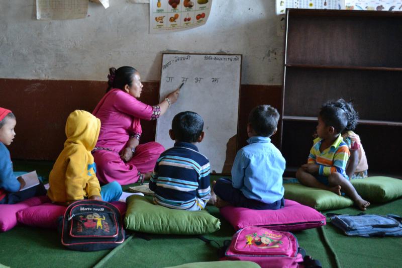 授業を受けるネパールの子どもたち