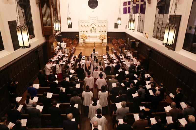 記念礼拝には立教学院や日本聖公会の関係者ら約200人が参加した=17日、立教大学池袋キャンパス(東京都豊島区)の立教学院諸聖徒礼拝堂で