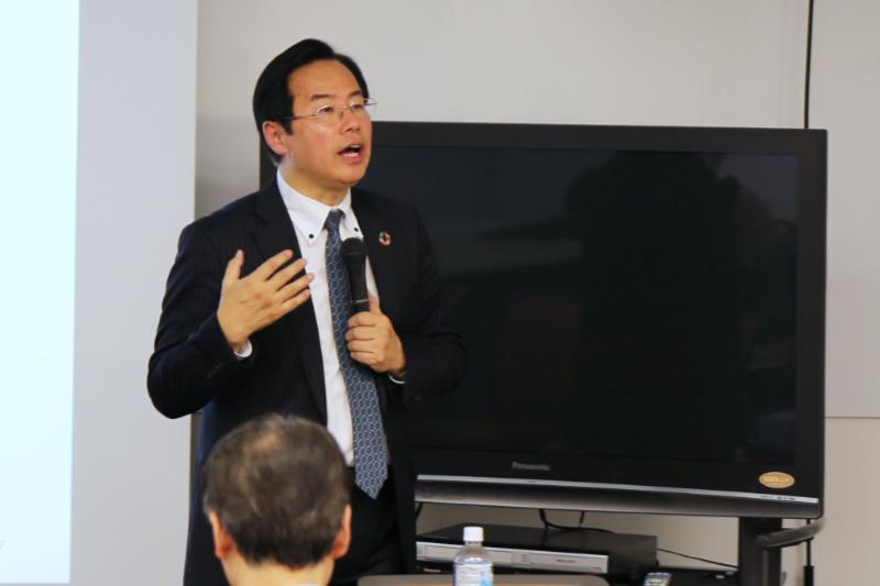 研究会のファシリテーターを務めた日本サーバント・リーダーシップ協会の広崎仁一理事。中村哲氏の著作や関係者らへのインタビューを通して触れた中村氏のサーバント・リーダーとしての姿を熱く語った=1月30日、レアリゼアカデミー(東京都千代田区)で