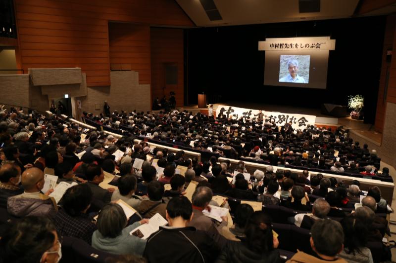 約600人の会場は満席となった。主催者によると、場内に入りきれなかった人を含めると千人以上が来場した=1日、練馬文化センター(東京都練馬区)で