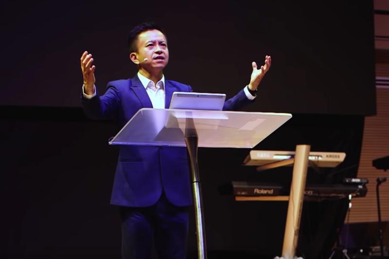 3週間ぶりに礼拝のメッセージを伝えるグレース・アッセンブリーズ・オブ・ゴッド教会の趙克文(ウィルソン・テオ)主任牧師(写真:礼拝メッセージの動画より)