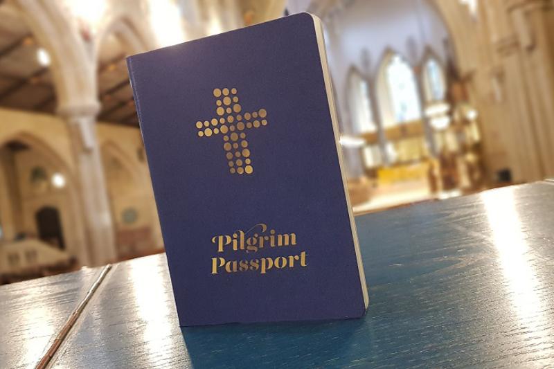 英国国教会が大聖堂(カテドラル)巡りをする人々のために販売を開始した「巡礼者パスポート」