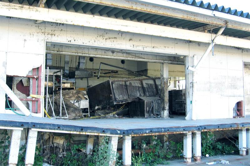 東日本大震災で被災した宮城県石巻市の給食センター=2012年8月26日