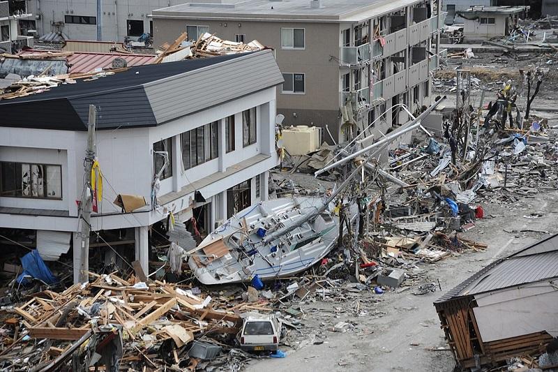 津波によって破壊された岩手県大船渡市の中心部=2011年3月15日(写真:米海軍)
