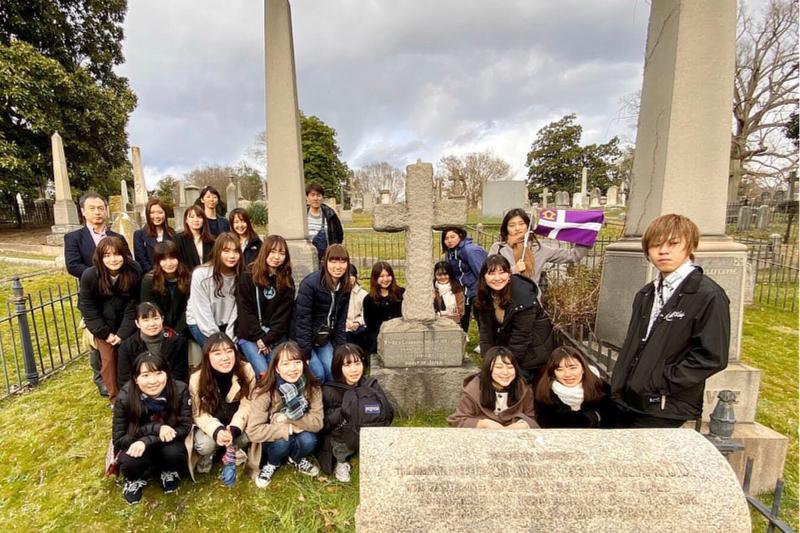 立教大学の学生ら、創立者ウィリアムズ主教の墓訪問 米バージニア州