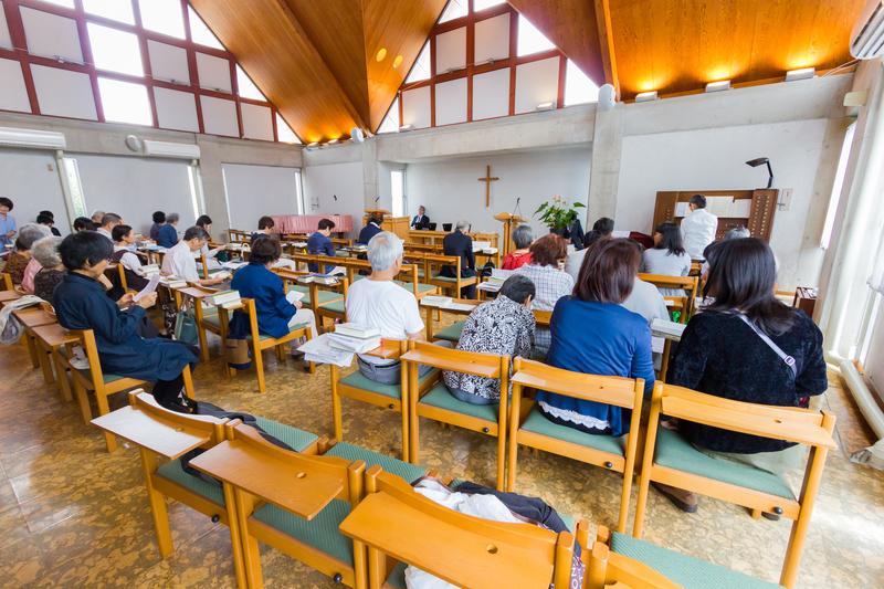 新型コロナウイルスの感染拡大により、週末の外出自粛要請が出される地域も少なくない中、キリスト教会も週末の礼拝への対応を迫られている。※ 写真はイメージです。(写真:NikomMaelao Production / Shutterstock)