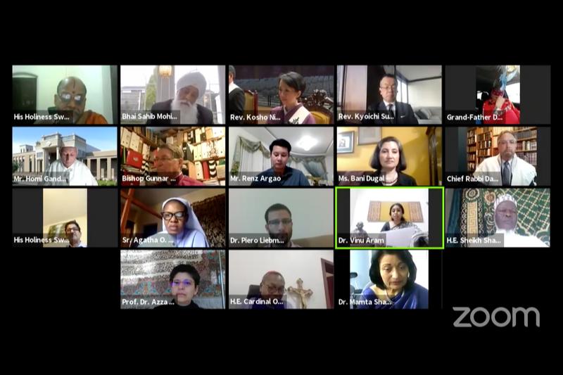 インターネットのテレビ会議システム「Zoom(ズーム)」を使って祈りの集いに参加する世界の宗教指導者ら(画像:フェイスブックのライブ動画より)
