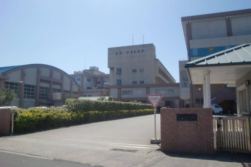 ラ・サール学園が運営する鹿児島市のラ・サール中学校・高校(写真:Sakoppi)