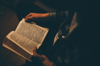 新型コロナ感染拡大の中、米で聖書の売り上げ急増