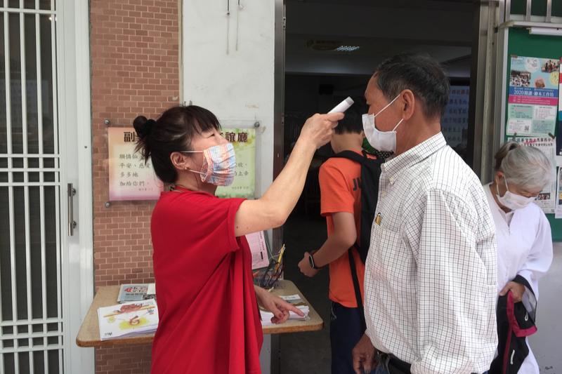 台湾長老教会東寧教会(台南)の集会室の入り口。検温、手の消毒、マスク着用をしてから日曜礼拝に参加する。