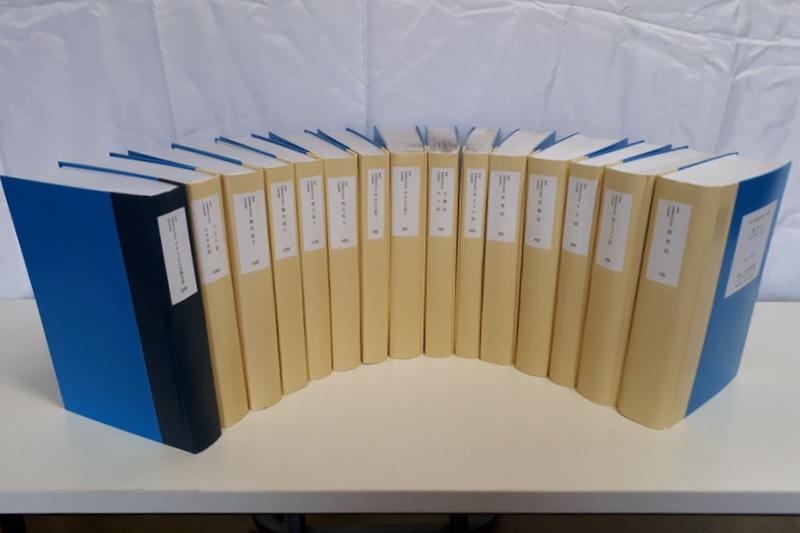 聖書協会共同訳の点字聖書(写真:日本聖書協会提供)