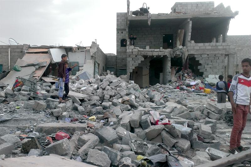 空爆を受けたイエメンの首都サナア=2015年10月
