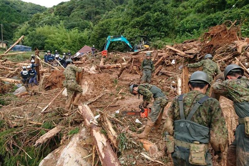 熊本県津奈木町での救助活動の様子(写真:陸上自衛隊西部方面隊)