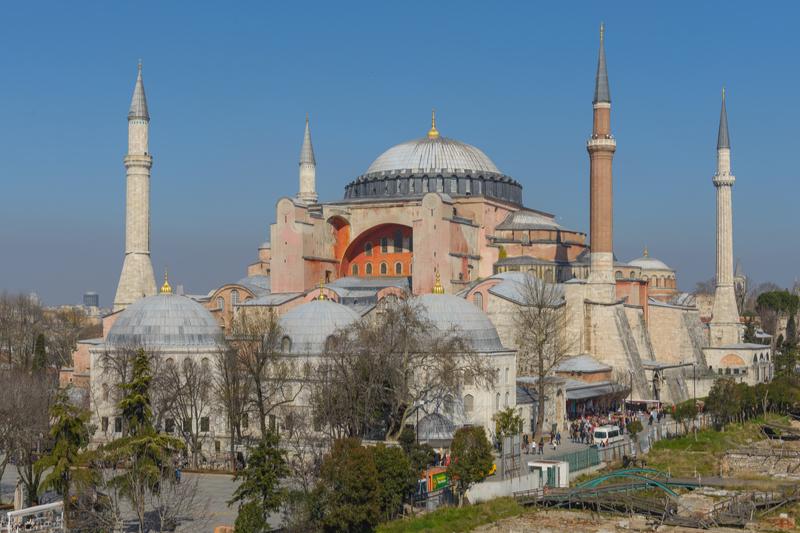 トルコ最大の都市イスタンブールにあるアヤソフィア。東ローマ帝国の代表的な遺構で、ビザンツ建築の最高傑作として高い評価を受けている=2013年(写真:Arild Vagen)